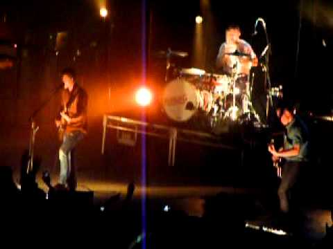 Arctic Monkeys - I Bet That You Look Good On The Dancefloor - Live In Perth 6th January 2012