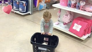 Little Girl Doing Shopping / Small Shopping Basket /