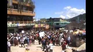 Repeat youtube video trifulca parque Nebaj