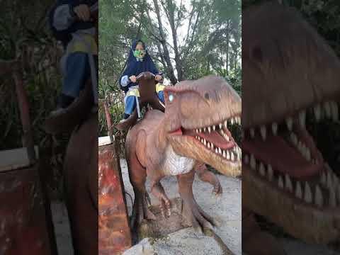 Dino Land Batam, Kak Aisyah naik Dino yang gigi nya Banyak