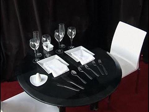 C mo poner la mesa para una cena youtube for Como poner una mesa bonita