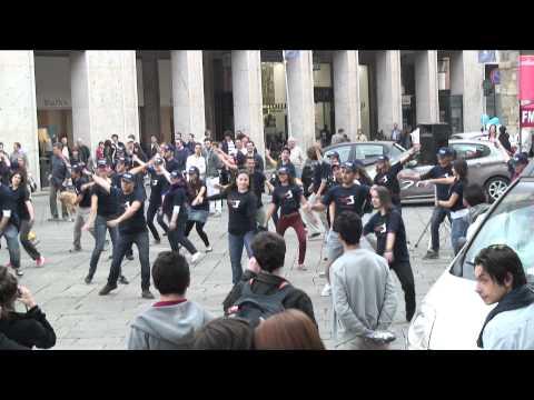 Flashmob a Piacenza - Politecnico di Milano - il v