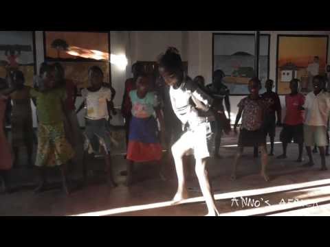 Anno's Africa - Malawi music 3