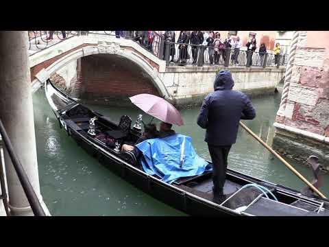 ВЕНЕЦИЯ, ГОНДОЛА И СИМПАТИЧНЫЙ ГОНДОЛЬЕР (Venice, Venezia, Italy)