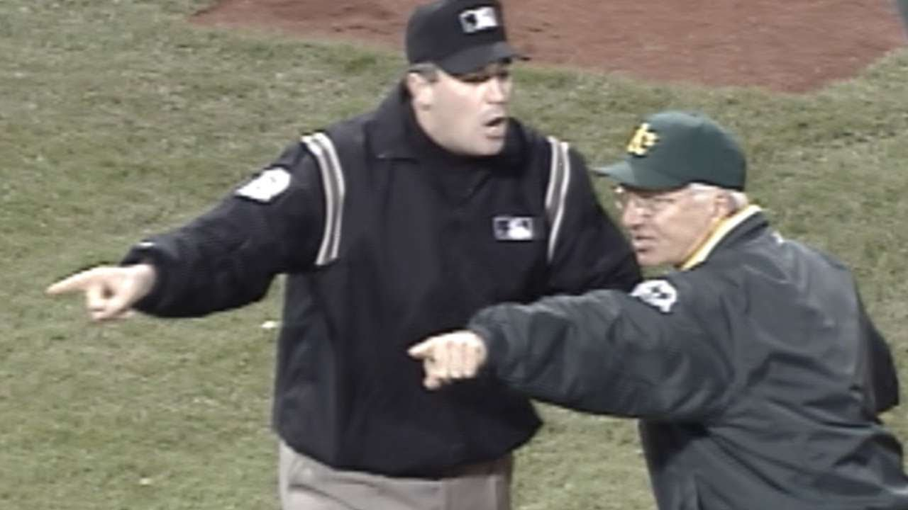 2003 ALDS Gm3: Tejada tagged out after confusion