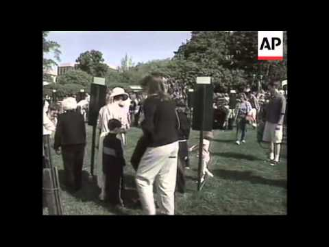 USA: BILL CLINTON AT ANNUAL EASTER EGG ROLL