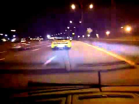 Hai siêu xe Lamborghini Gallardo đuổi nhau trên đường Phố.  Toc do sieu xe  Lamborghini