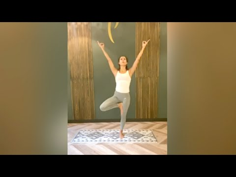 Cours de Power Yoga Vinyasa<br>par Rola Fort.<br>Durée : 43 minutes