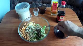 Очень вкусный и не менее полезный, салат из авокадо с яблоком.