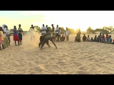 Young men join wrestling school in The Gambia [no comment]