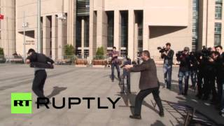 Turkey: Journalist Can Dundar shot at outside Istanbul courthouse