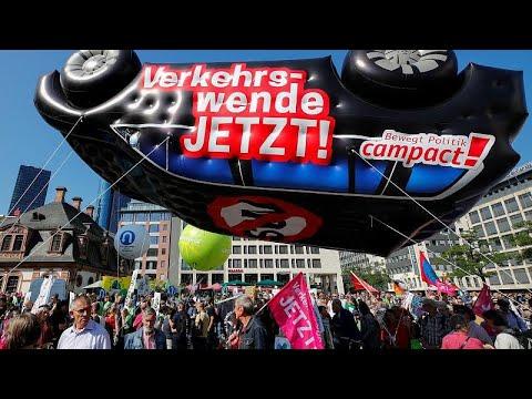 يورو نيوز:شاهد: في معرض فرانكفورت الدولي للسيارات.. مظاهراتٌ تدعو لتصنيع سيارات صديقة للبيئة…