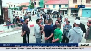 سكان بجاية بتيشي يقومون بغلق الطريق معارضين على انجاز مشروع بناء مصنع للدهن
