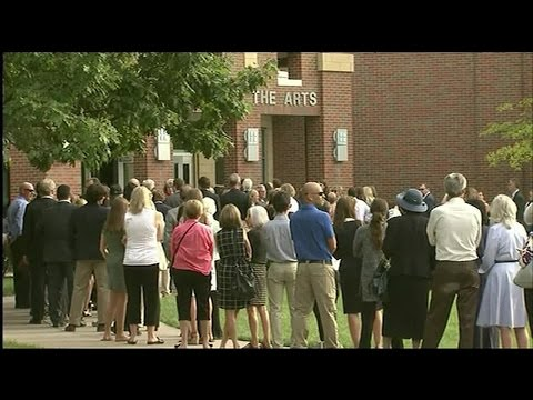 Crowds line up outside Wyoming High School for Otto Warmbier's funeral