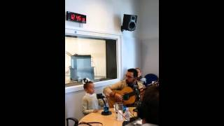 The little girl 7 years old sings Maria carrasco A mis Queridos Reyes Magos like a pro