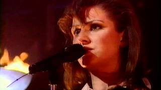 "Ace of Base performing ""The sign"" live at Top Of The Pops, 24-02-94..."