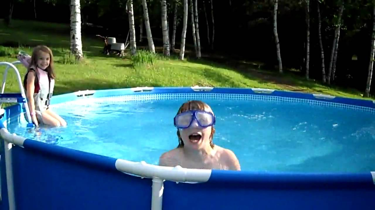 Kids swimming in new pool youtube for Swimming pool 4 eckig