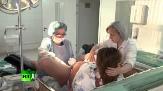 Repeat youtube video Newborn Russia (E6): Cameraman faints in maternity ward