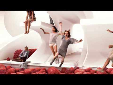 Lipton - Pyramid - La piscine
