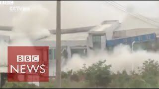 Video captures moment China landslide hit Shenzhen - BBC News
