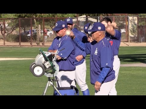 Dodgers legend Maury Wills instructs at spring training