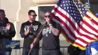 America! Jonny Gomes fires up Royals fans with epic mic flip