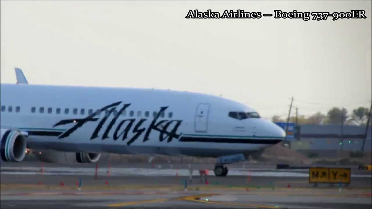 Alaska Airlines Boeing 737 900er Taxi United Airlines