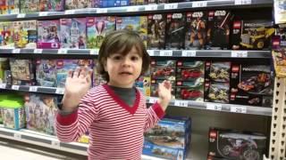 Max first shopping adventure - Lego Duplo. / Max compra primo gioco - Lego.