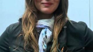 Érika Mader dá dicas de como usar cachecol Thumbnail