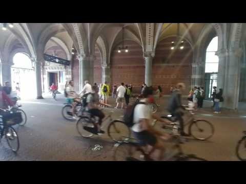 Bach by street musicians at Rijksmuseum in Amsterdam