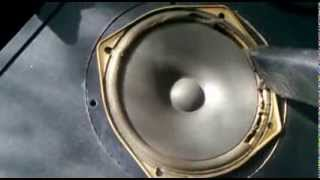 Usuwanie starej sparciałej pianki z głośników Tonsil przed regeneracją Altus 110 Thumbnail