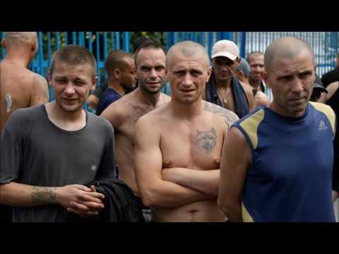 Износиловани в тюрьме пятью зэками