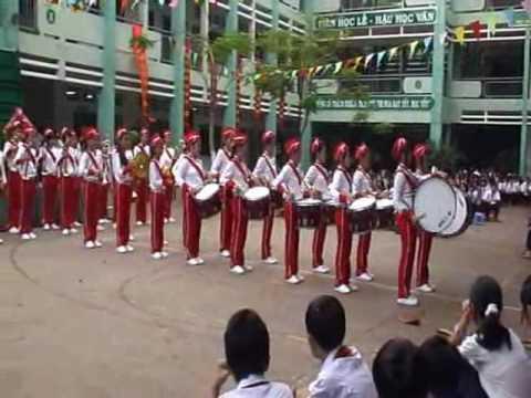 Lê Lợi biểu diễn bài Hành Khúc Đội.wmv