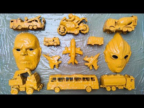 Membersihkan Mainan Mobil