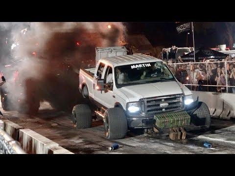 Epic Fail Heavyweight 4x4 Trucks Tug O War