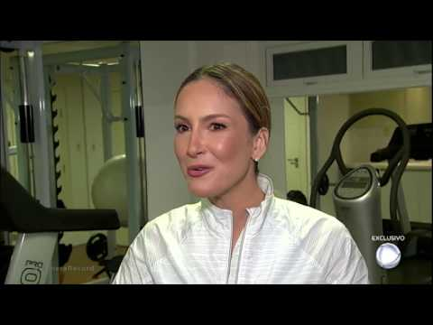 Claudia Leitte fala sobre grupo de mensagens que tem com Anitta Ludmilla e Ivete