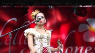 Hello Indonesia, London - Amazing duet Halida Ismi & Djitron Pah