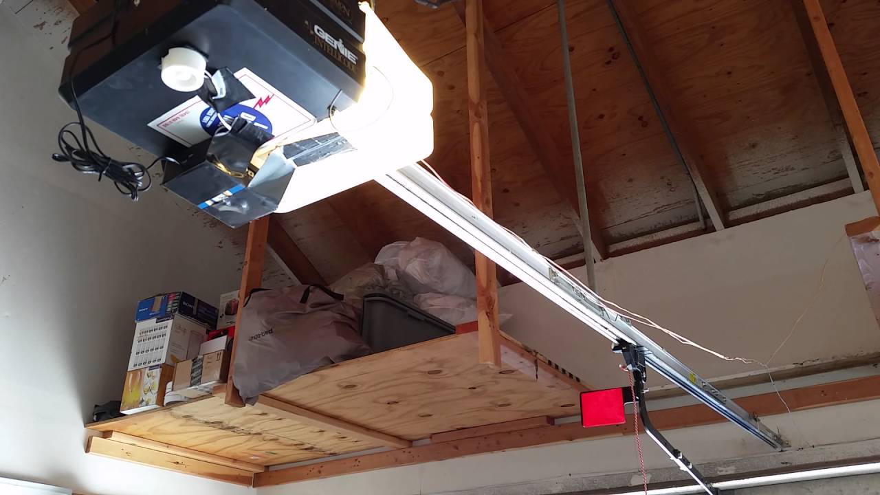 Testing My Garage AutoCloser On Old Genie 1997 Garage Door ...
