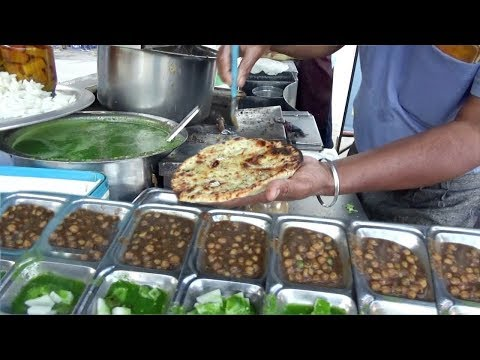 Best Place to Eat Special Amritsari Naan / Makkhan Wala Kulcha in Amritsar | Only 30 rs Plate