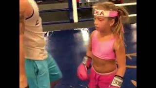 Скачать Я желаю тебе удачи в бою с шакалом 9 летняя девочка боксер поддержала Ломаченко Телевизор Бло