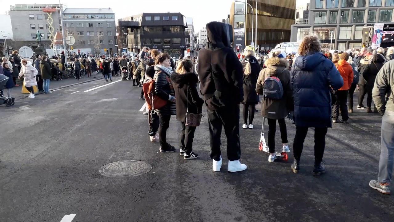 Femeile din Islanda au ieșit la protest – borcanulcucitate.ro – media alternativă