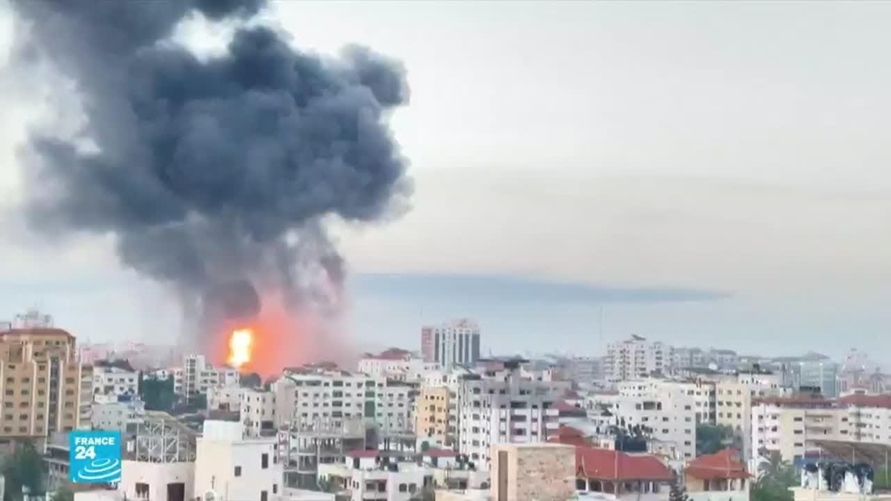 قصف على غزة ومتطرفون يهود يهاجمون الأقلية العربية في يافا وطبرية ومدن إسرائيلية  - 17:59-2021 / 5 / 13