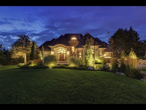 Contemporary Kleinburg Estate In Vaughan, Ontario, Canada