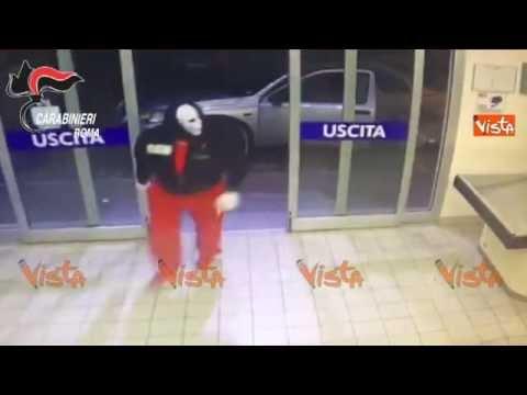 """Arrestato il """"rapinatore mascherato"""" dei supermarket romani"""