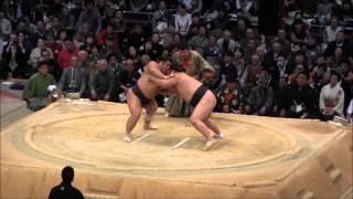 2014大相撲九州場所10日目、勢 vs 栃煌山の取組。現地オリジナル撮影。 ...