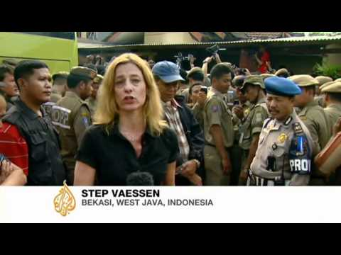 Indonesia police block church service