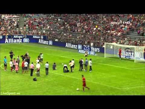 Manuel Neuer having fun with Bayern fans at penalties during pre season opening