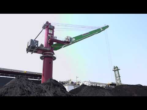 FLOATING CRANE IN OPERATION