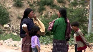 Bhutan: Daily chit-chat among local women