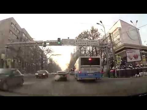В Алматы вновь засняли байгующих автобусов